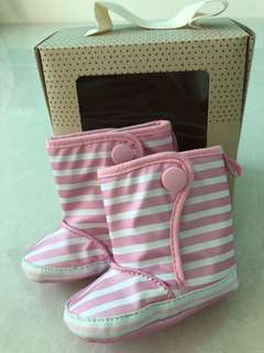 BNIB baby winter boots