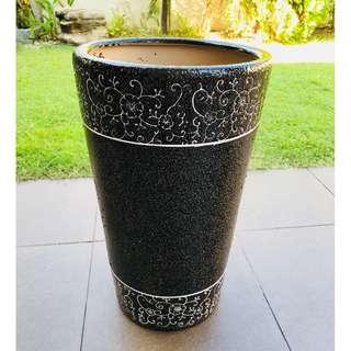 Flower pot / vase