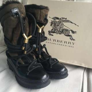 100% new Burberry boots
