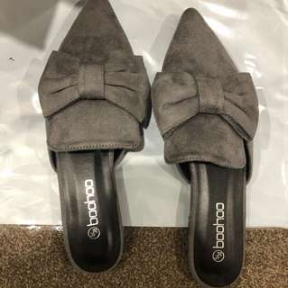 ➰ boohoo - grey suede slides
