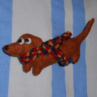 [Bigger] Dachshund pin/brooch with hand-woven red, blue and yellow scarf
