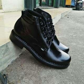 sepatu kulit kickers