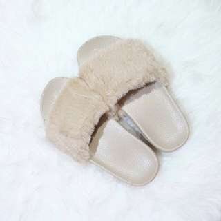 SANDAL BULU IMPORT WARNA CREAM