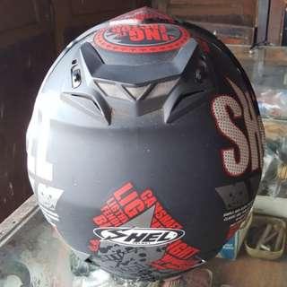 Helm dewasa Shel