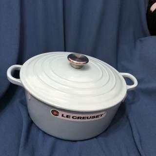 LC 粉藍色 24 cm 高身鑄鐵煲