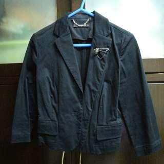2%黑色短身西裝外套
