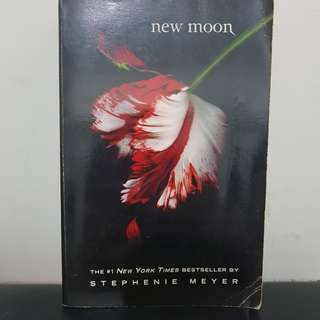 New Moon (Twilight Saga) by Stephenie Meyer