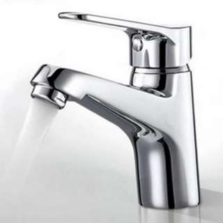 BRAND NEW BATH FAUCET (SUITABLE FOR HOT AND COLD WATER)