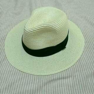 米白色草帽