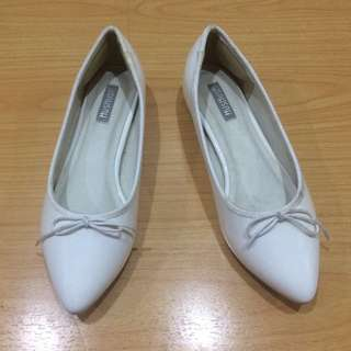 Hush Hush White Pointed Doll Shoes