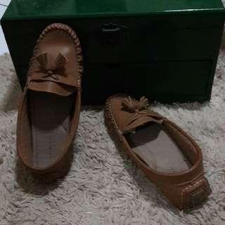Sepatu coklat yongki komaladi