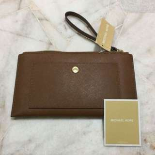 Michael Kors WMNS Leather Carryall Wristlet from U.S
