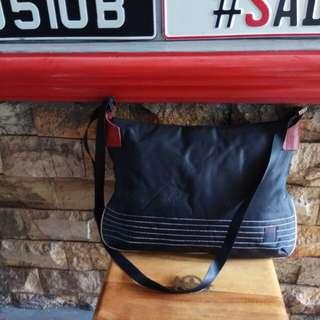 ELLE slingbag