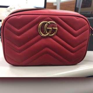 Gucci GG Marmont 相機包