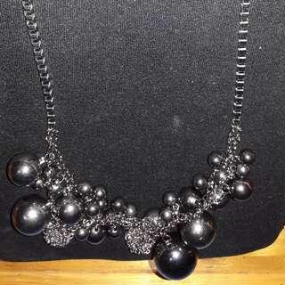 Kalung Pearl Black