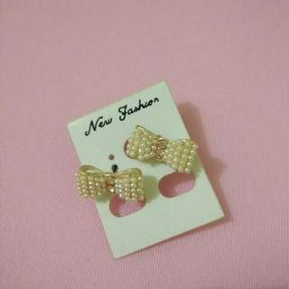 Bow earing