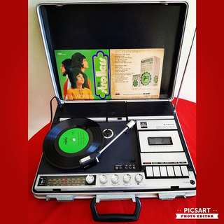 1970s SANYO Stereo Black Vinyl/LP Turntable, Radio, Cassette Player in James-Bond Case. Turntable and Radio works and not the cassette player. See detail below. Player + 5pcs records for $300 offer. Sms 96337309.