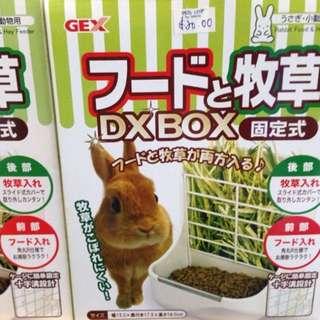 Rabbit food feeder