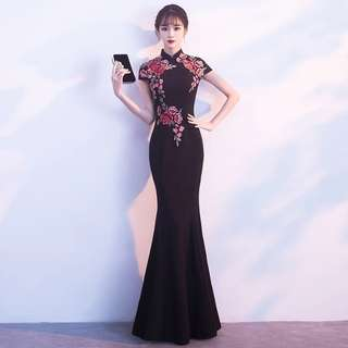 Elegant cheongsam with beautiful embroidery
