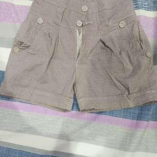 Celana pendek salur