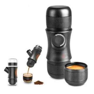 Nathome Mini Portable Espresso Maker. Warna : Piano Black. Berat : 700gr. Garansi Toko 1 bulan.