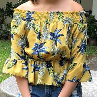 Yellow floral Off-shower tee