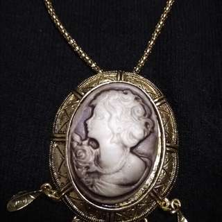 Cameo antique finish in gold settings