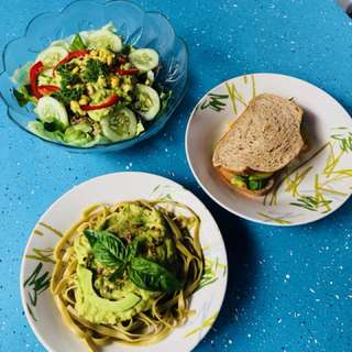 Vegan food! Salads, sandwiches and pastas!