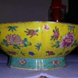 清中晚期乾隆粉彩六棱碗可上拍賣行