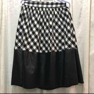 28 Size 黑色格仔仿皮半截裙