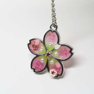 夜光粉綠色櫻花吊飾項鍊
