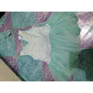 Bundle baby's clothes for 6 to 12 mos.