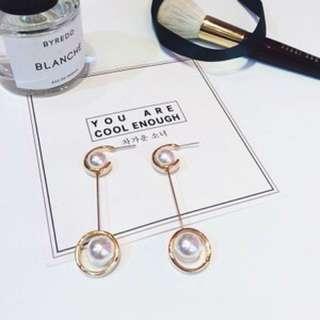 Dancing pearls earrings