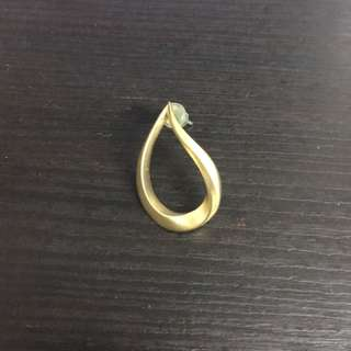 Niko and單隻金色耳環
