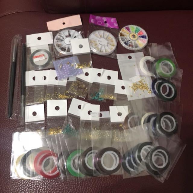 美甲用品(金線大概41包,筆2支,小包金片17包,圓盒3盒、10格整理盒一個
