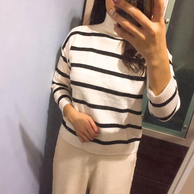 微高領舒適條紋針織毛衣
