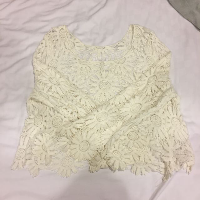 白色花朵刺繡簍空罩衫
