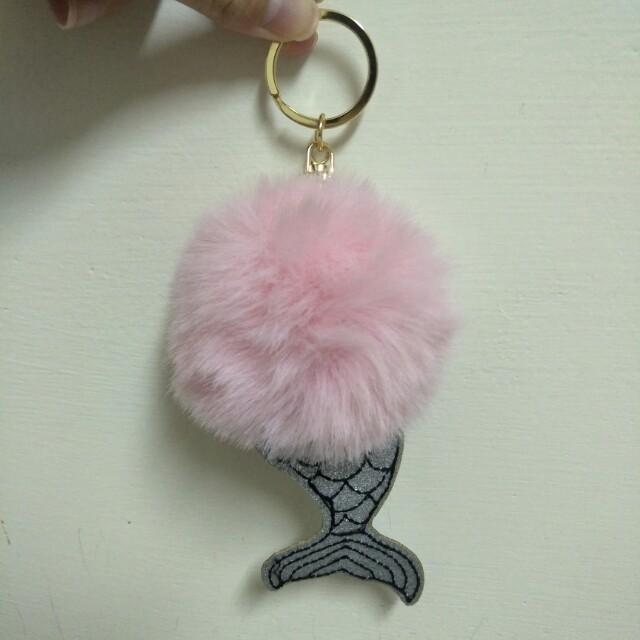 可愛粉紅絨毛人魚尾巴金屬吊飾