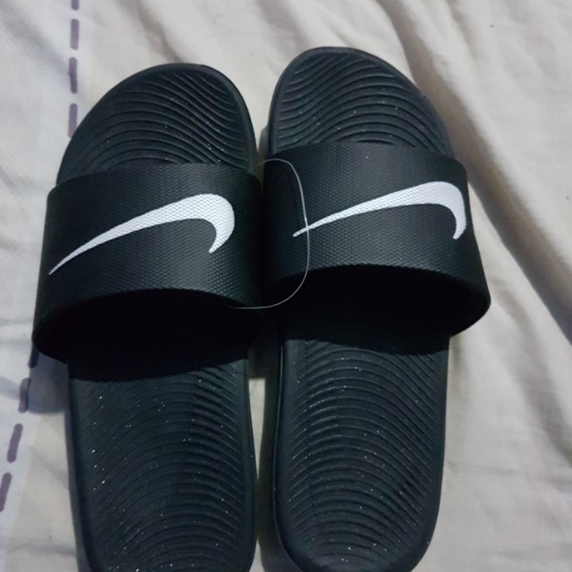 2708bab3e Original Brand new Nike slippers size is US 6 y
