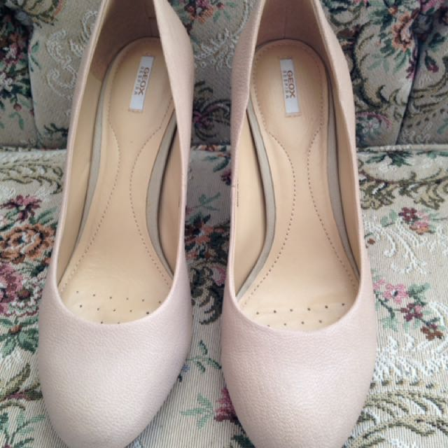 GEOX leather pumps size 39 or 8.5