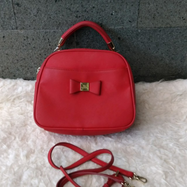 Les catino Red Round sling bag