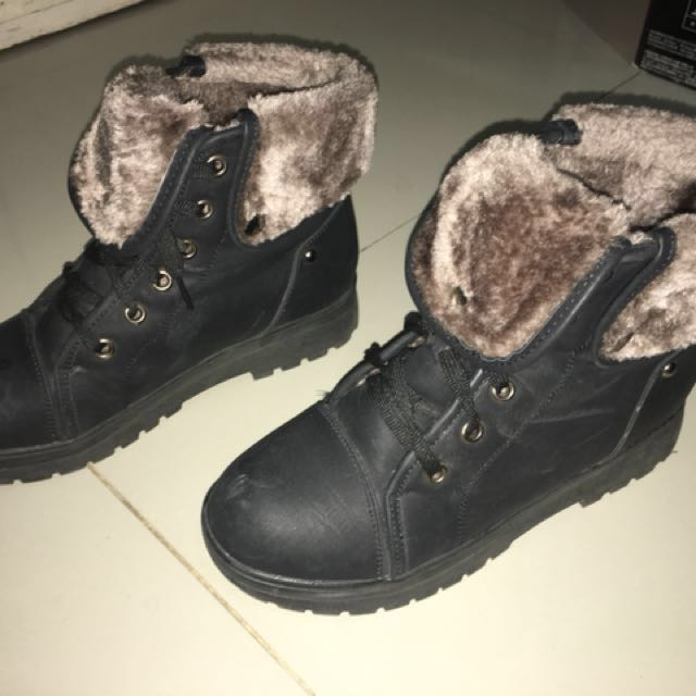 Medium Sized Winter boots from Korea ( Slightly used )