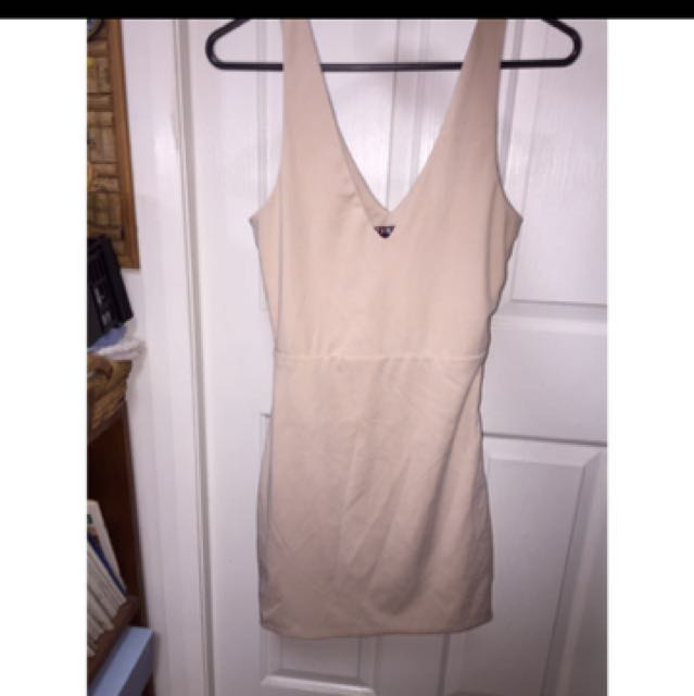 Nude bodycon cut out back dress