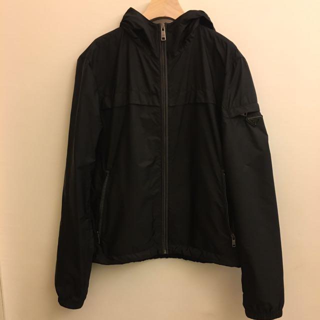 Prada黑色經典款連帽防風外套46號