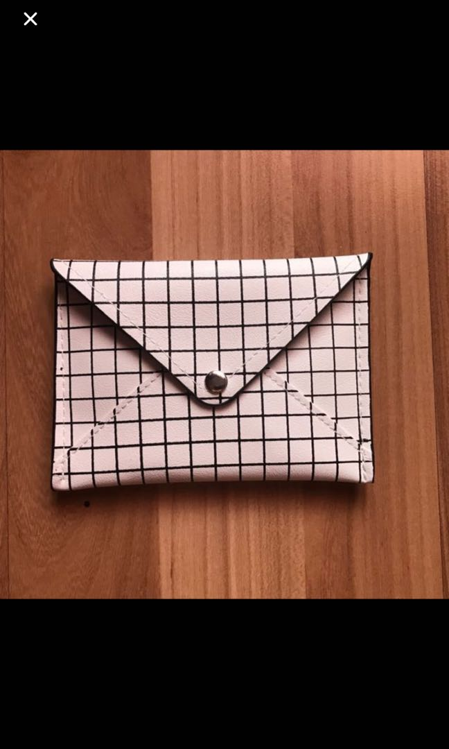 pull and bear pouch
