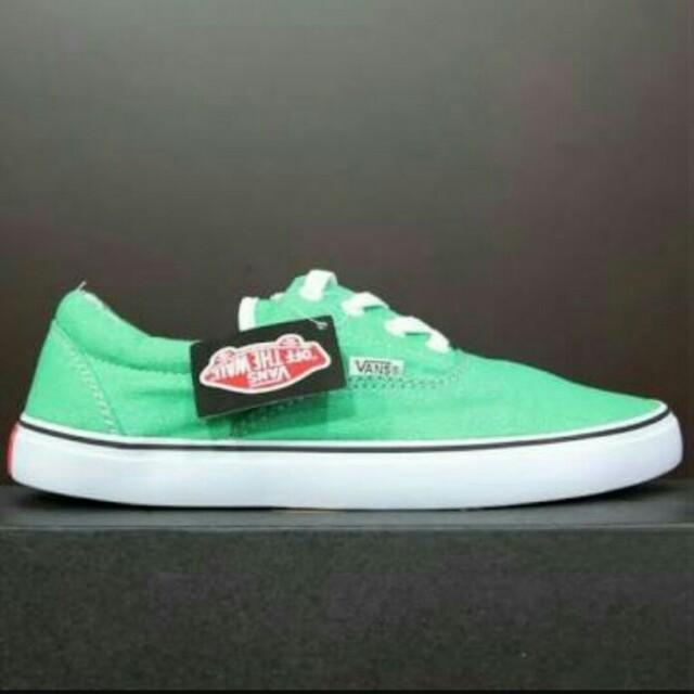 Sepatu Vans warna hijau muda