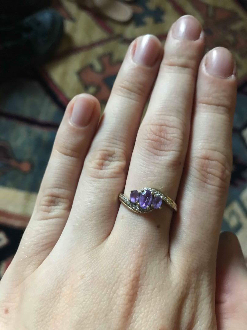 Solid gold & amethyst ring