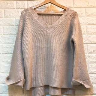 全新轉賣 V領粉膚色反折寬袖春裝 短版顯瘦前短後長針織毛衣 超顯白 氣質質感