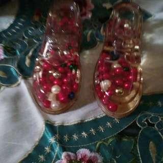 Pajangan sepatu plastik