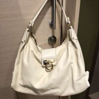 執屋:Ferragamo shoulder hobo bag